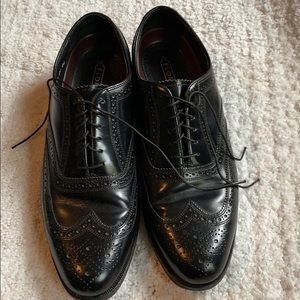 Florsheim Men's 8.5 Black wing tip Oxford
